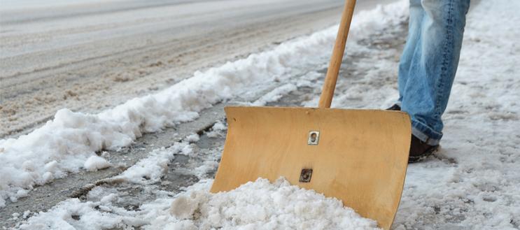 Haftpflichtversicherung hilft bei ungeräumten Wegen im Winter