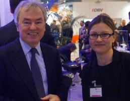 dbb-Chef Klaus Dauderstädt besuchte den Infostand des dbb vorsorgewerk.