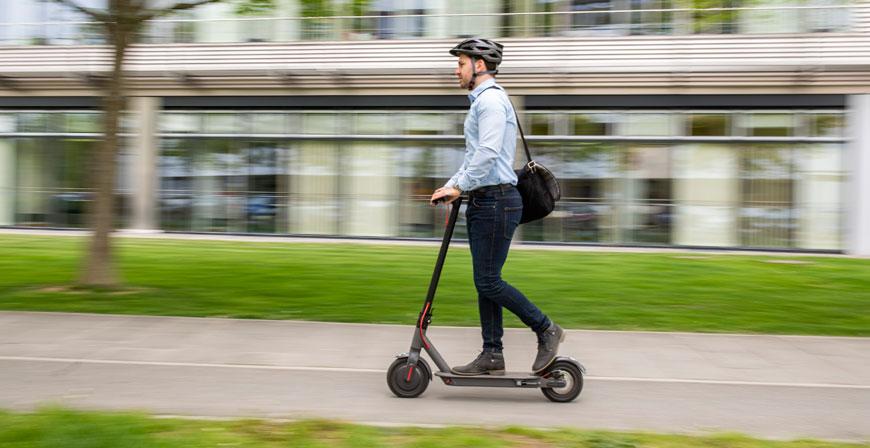 Wer E-Scooter im Straßenverkehr nutzen will, braucht eine Versicherung