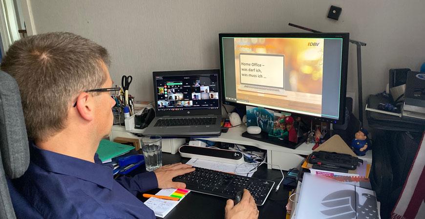 Virtuell informiert: (Stolper-) Fallen im HomeOffice – diese Versicherungen schützen